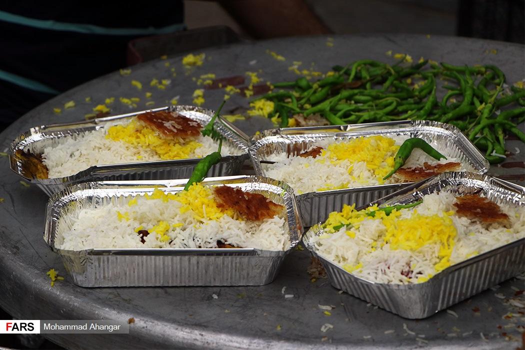 پخت و توزیع ۱۲۰۰ پرس غذای گرم در هیات فداییان حسین (ع) اهواز