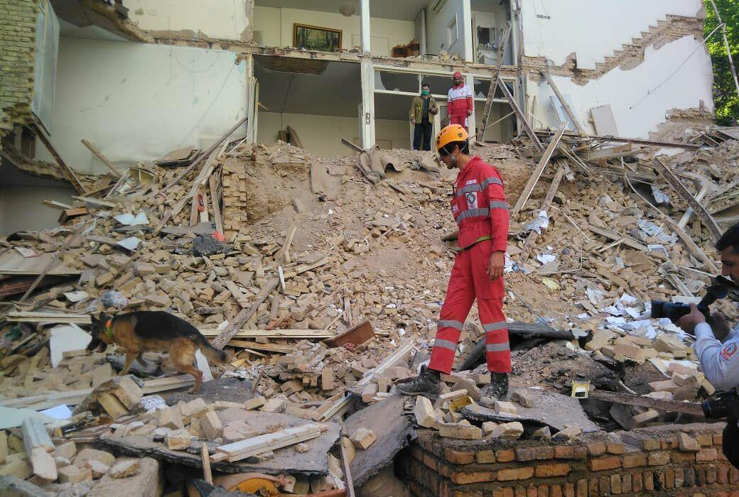 ریزش ساختمان در اهواز ۲ کشته برجای گذاشت