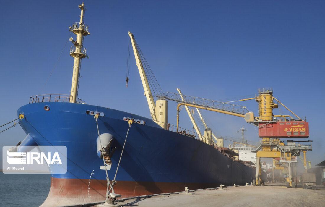 سه کشتی حامل گندم در بندر امام خمینی(ره) لنگر انداختند