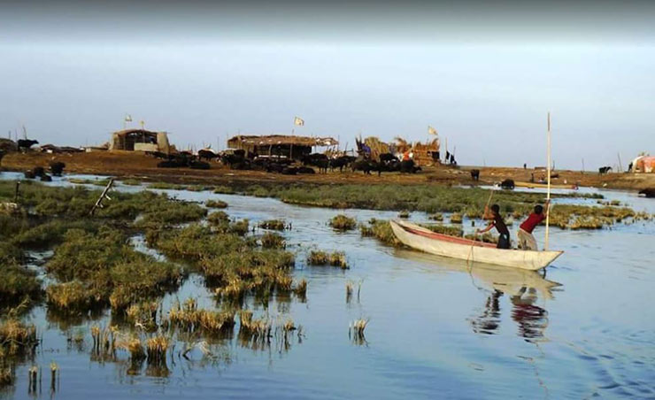 صف مردم خوزستان برای خرید آب / اتفاقات هورالعظیم از فجایع زیست محیطی است