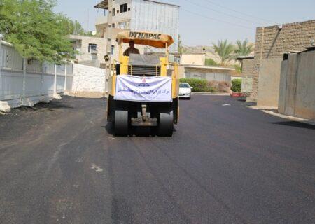 عملیات آسفالت خیابان سی برنج و روستای زمان آباد مسجدسلیمان انجام شد