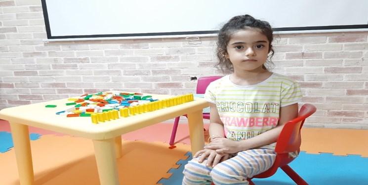 کودک نابغه ۶ ساله زنجانی ۲۵ شاگرد دارد/ رونیکا این روزها پیانو مینوازد