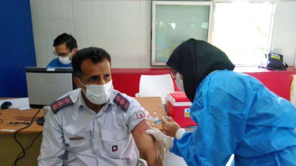 تمام آتشنشانان اهوازی در برابر کرونا واکسینه شدند