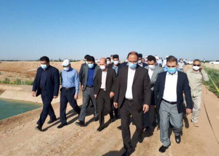 وزیر نیرو از ایستگاه پمپاژ آب چمران در اهواز بازدید کرد